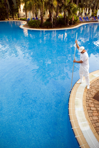 Mantenimiento piscinas caeb confederaci n de for Empresas mantenimiento piscinas